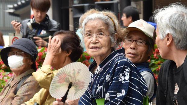 Tốc độ già hóa dân số nhanh nhất thế giới.