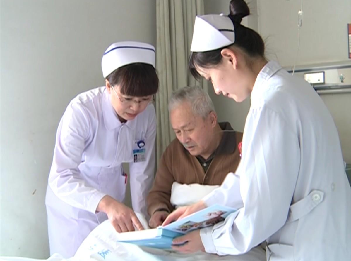 Dân số Nhật đang già đi nên cần đội ngũ y tế hùng hậu.